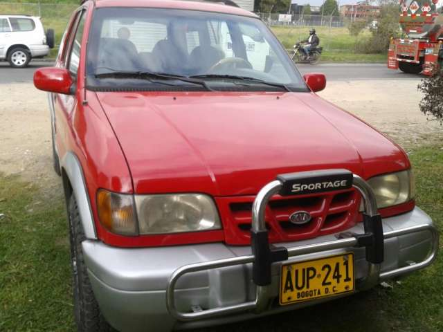 Vendo camioneta kia grand sportage modelo 1999 roja placa terminadas en 1