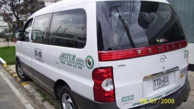 Ofrezco servicio de transporte - camioneta van para 8 pasajeros