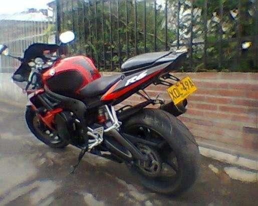 Vendo hermosa superbike yamaha r6 roja
