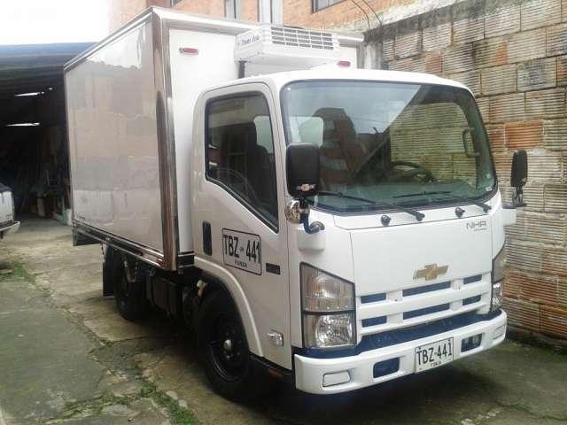 Ofrezco furgón nhr refrigerado para transporte de alimentos