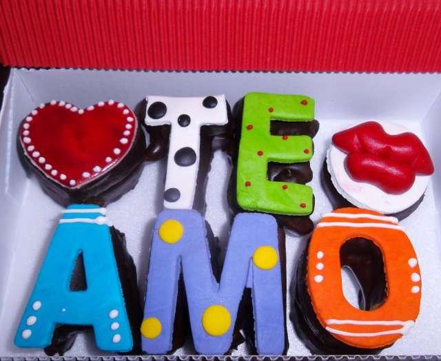 Mensajes en brownie xoco y amapola, mensajes y figuras en brownie