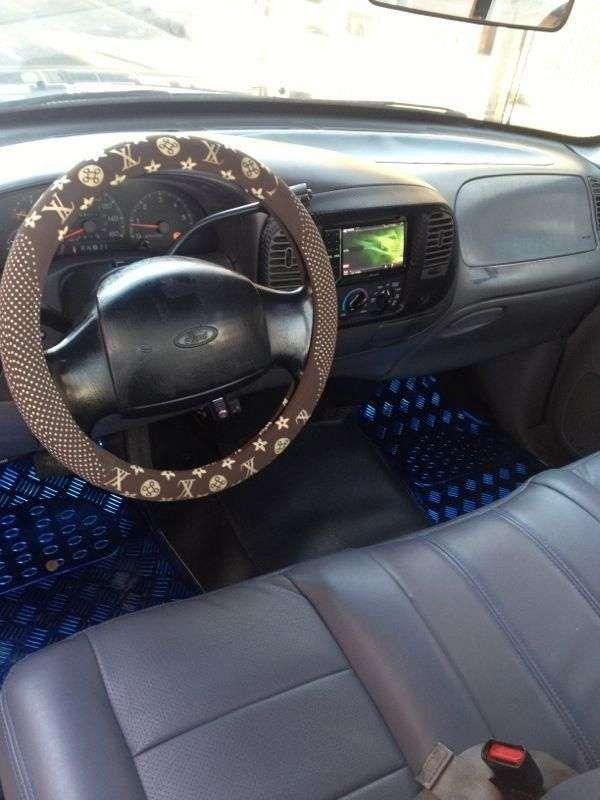 Fotos de Se vende camioneta azul ford con platon excelente estado no tiene pico y placa 2