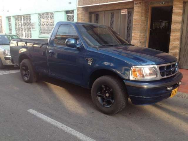 Fotos de Se vende camioneta azul ford con platon excelente estado no tiene pico y placa 1