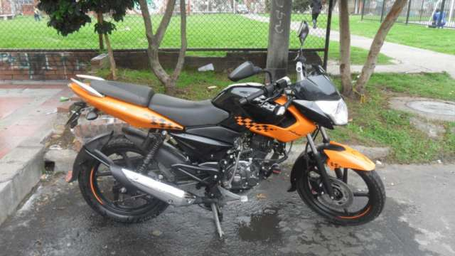 Se vende moto pulsar 135 modelo 2012
