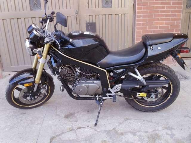 Moto um vs250 modelo 2008 buen estado, papeles al día, soat, tecnomecanica, impuestos