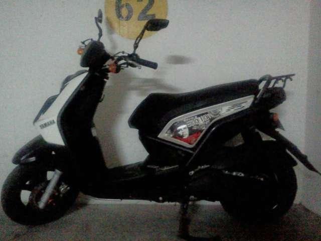 Vendo o permuto moto yamaha bws 2 personalizada color blanco unico dueño con solo 14700 kl