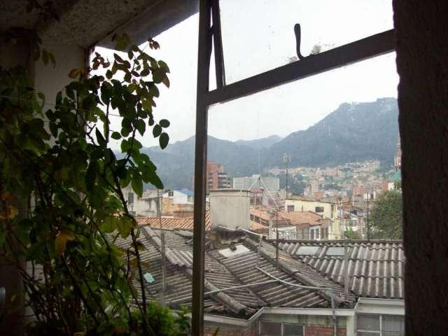 Habitación con alimentos sanos, ubicuidad urbana, panorama bello, amabilidad