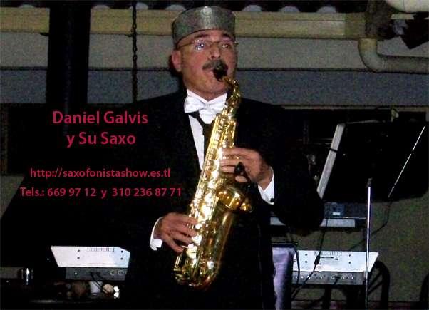 Daniel galvis su saxo y sus pianos en bogotá
