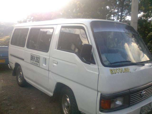 Vendo nissan urban escolar de 15 pasajeros