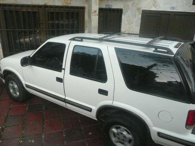 Se vende camioneta blazer blanca full equipo,modelo 99