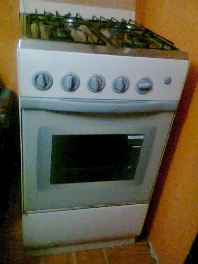 Estufa chalenger con horno en buen estado