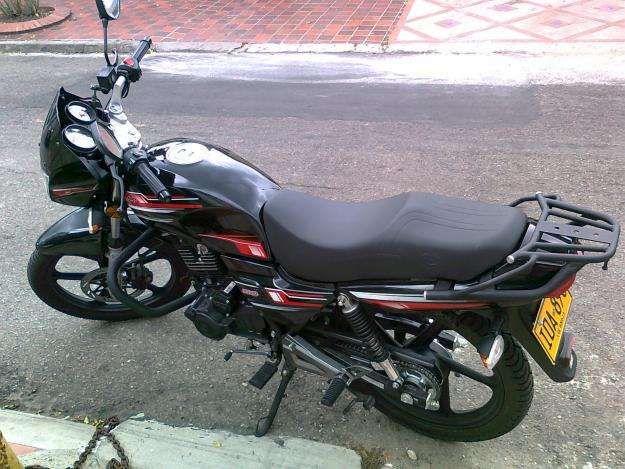 Vendo hermosa moto akt evo 150 modelo 2011