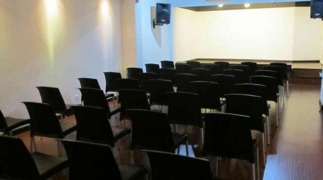 Alquiler de salones, aulas y auditorio para dictar cursos, clases, conferencias y capacitaciones.