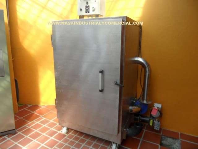 Hornos deshidratadores, hornos ahumadores, molinos empacadoras.