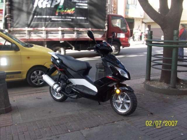 Vendo permuto hermosa moto 150
