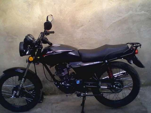 Moto akt 125 nkd color negro