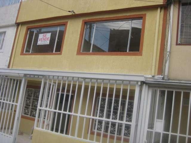Venta de casa de dos pisos con terraza