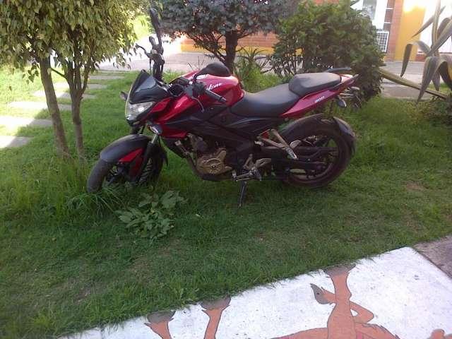 Vendo moto pulsar 200ns modelo 2014 economica