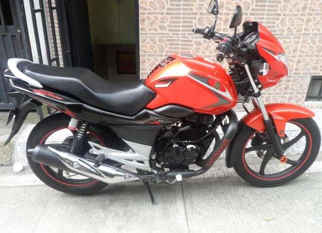 Se vende moto suzuki gs150r modelo 2013