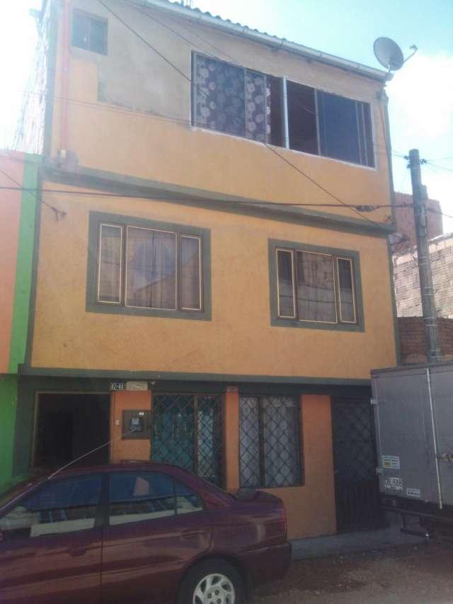 Vendo casa tres pisos 197 metros barrio los almendros en kennedy bogota