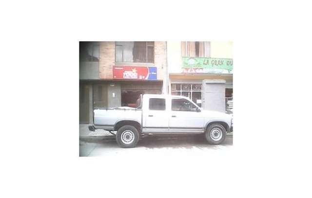 Hermosa camioneta doble cabina d21 4x2 1995 motor 2400c.c.,