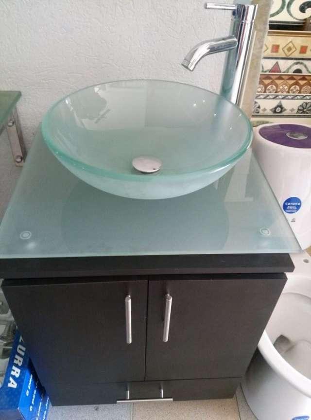 Muebles para ba o en vidrio completos con espejo for Muebles bano bogota