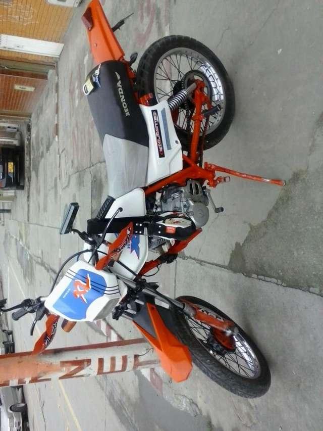 Vendo moto honda xl 185