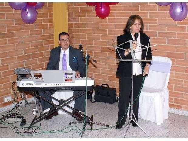 Fotos de Organista, musico coteles, grados tel: 3193676786 3