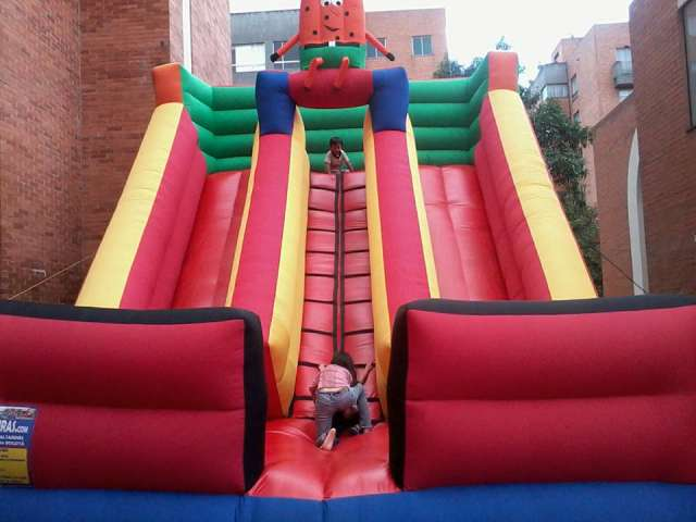 Alquiler de inflables. torre de escalar toro mecanico