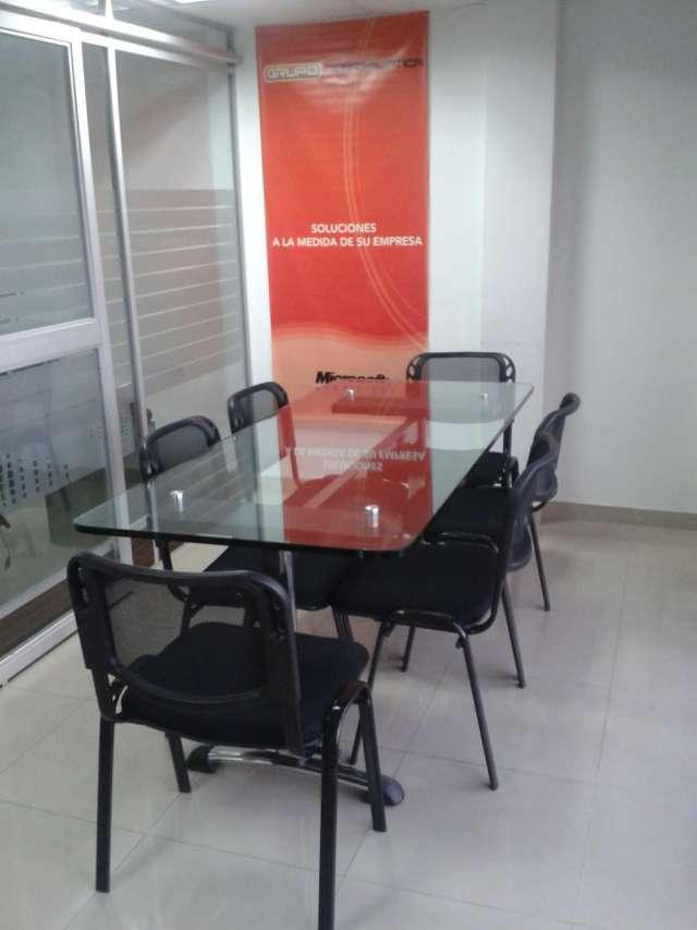 Mesa de juntas en vidrio con 6 sillas