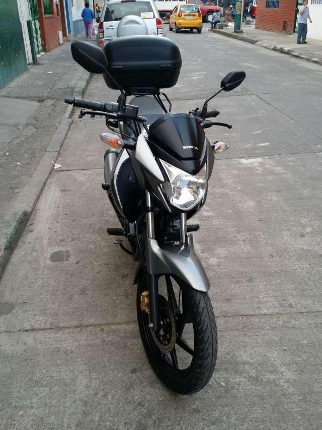 Fotos de Moto honda invicta 150 5