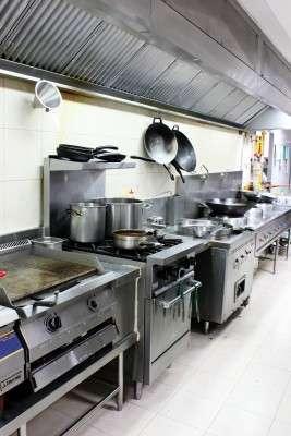Se solicita auxiliares y jefe de cocina