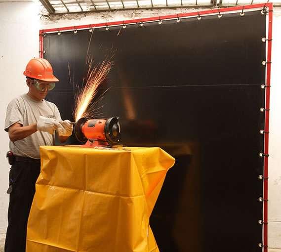 Fotos de Elaboramos, fabricamos y distribuimos cortinas especializadas para soldaduras 1