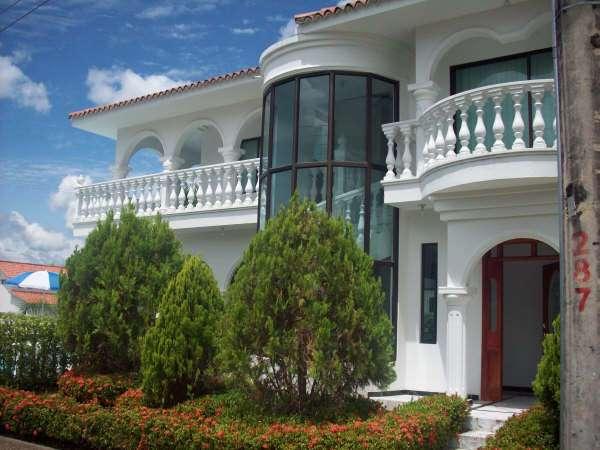 Se arrienda espectacular casa: condominio ?la estancia?