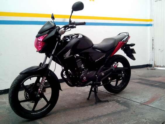 Vendo moto honda cb invicta150 modelo 2012