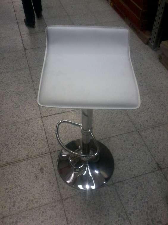 Fotos de Alquiler de sillas tipo bar, barras, cocteleras, salas lounge 5