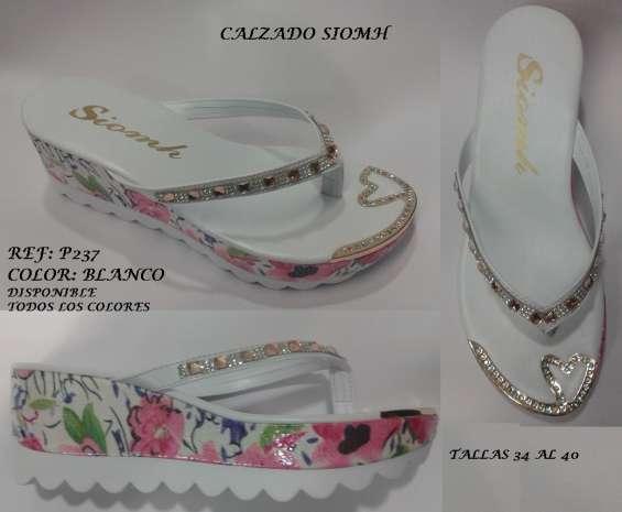 5c154fb3 Sandalia para dama al mayor fabrica de calzado moda suela blanca tractor  charol colombia
