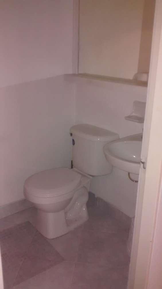 Baño de la primera alcoba o baño social