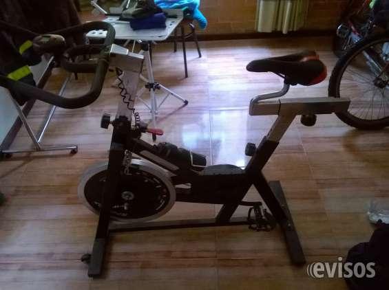 Bicicleta spinnig estática como nueva para deportes en casa