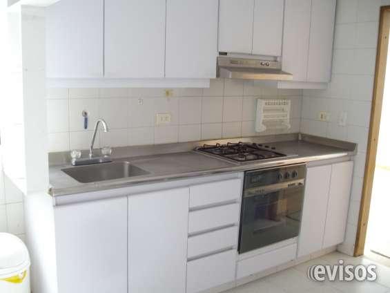 Cocina integral, zona lavandería, alcoba y baño de servicio