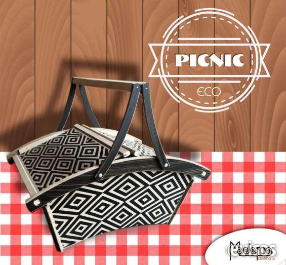Canastas picnic elaborada con madera ecológica para tus ocaciones especiales al aire libre