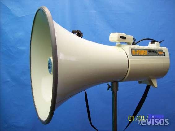 Megafonos de 50, 35,25 vatios de potencia , puerto usb ,de  baterias recargables , microfonos incorporado y extensible.