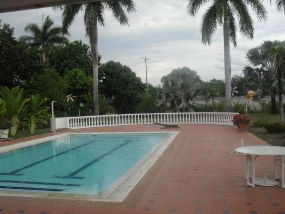 Casa finca vacacional con piscina privada en girardot para la familia