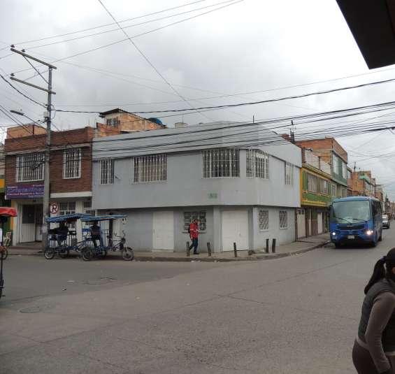 Casa rentable de 2 pisos, 2 locales bosa pablo vi