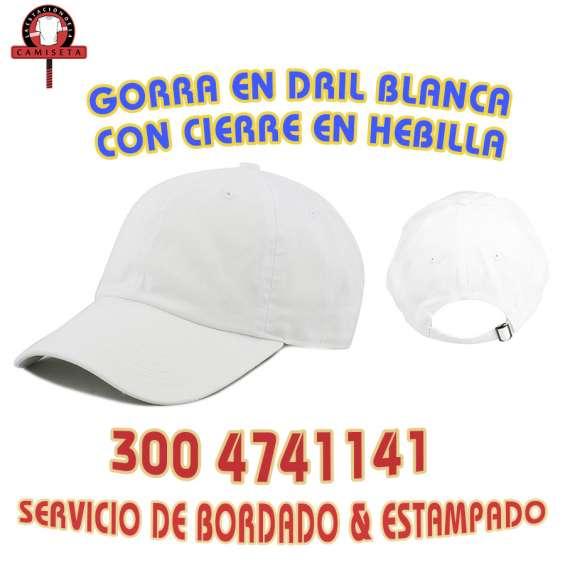 Gorra publicitaria blanca en dril con cierre en hebilla en Bogotá ... 7ae9f519c9a