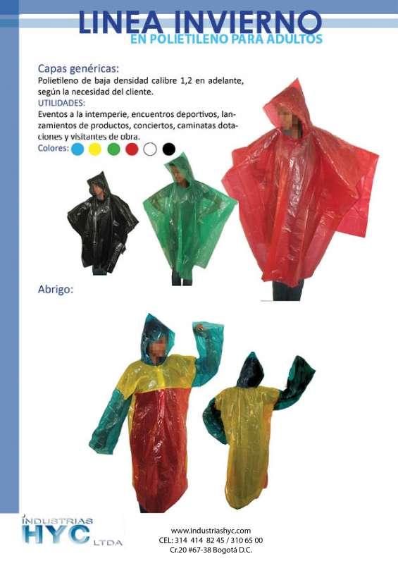 Abrigos y capas plasticas