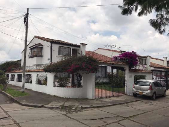 Fotos de Excelente casa las villas 1